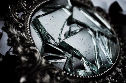 46853-Broken-Mirror